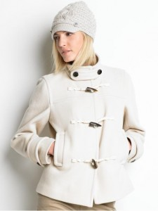 Short toggle coat in cream